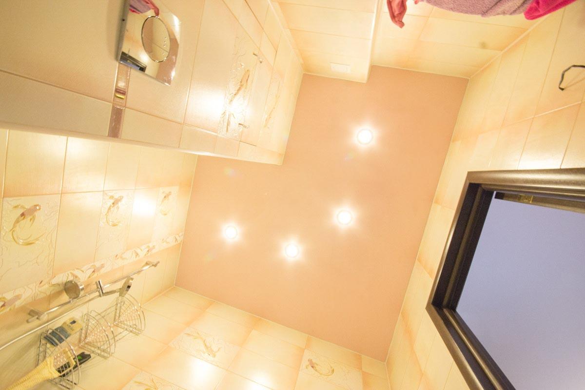Навесной потолок в ванной и как его сделать 405