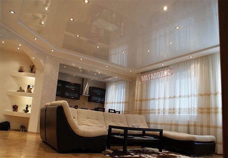 Натяжной потолок в комнате с низким потолком